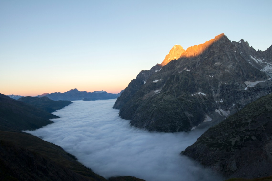 la-balme-sunrise-and-inversion