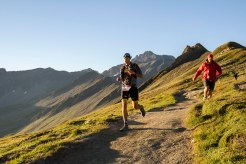 utmb-la-ferret-descent-press-chasing