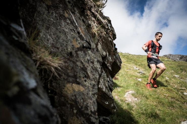 5 Jez Bragg descends on day two of the Berghaus Dragon's Back Race - photo Ciancorless.com